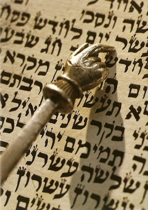 torah-with-pointer